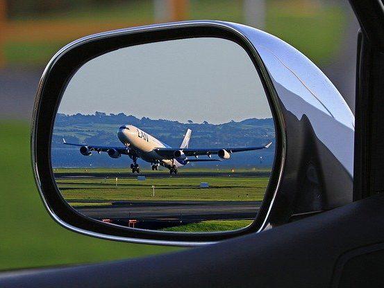 Chauffeur privé professionnel à Paris et en Île de France-aéroport roissy charles de gaulle-aéroport d'Orly Chauffeur privé transferts haut de gamme aéroports gares